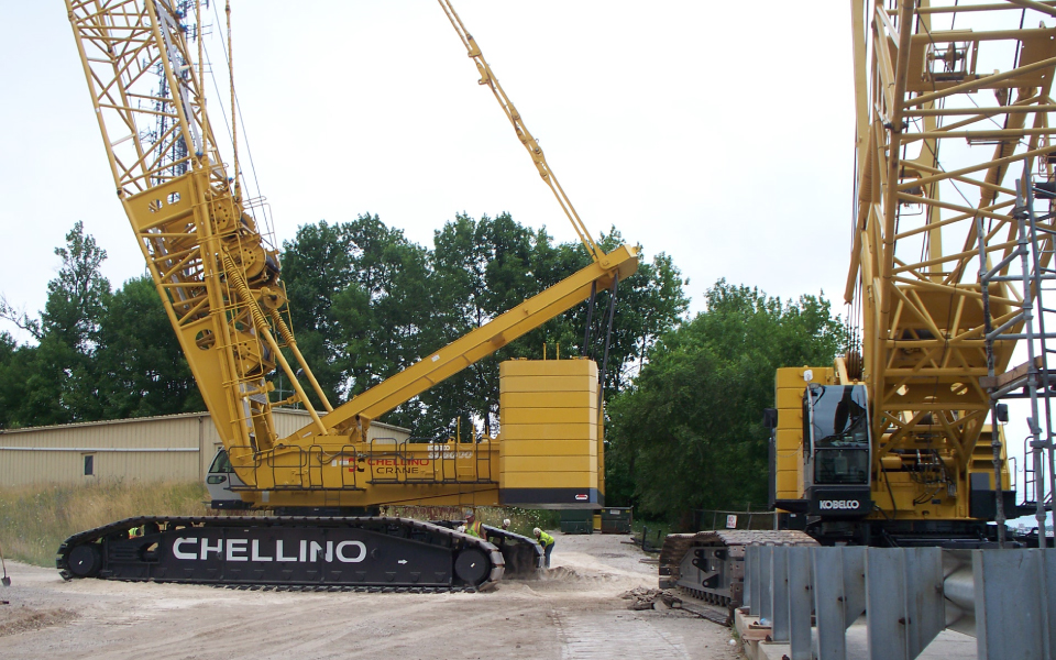 Heavy lift crane rental